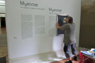 DESCOR Montage Schrift Museumsinstallation